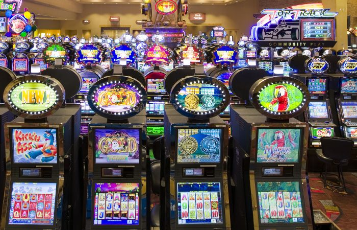 Top Four Lessons About Online Casino To Learn Before You Hit